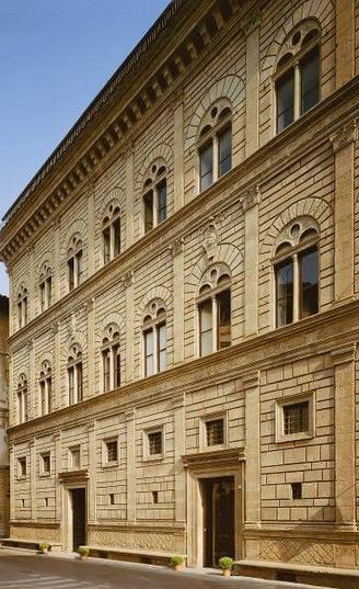 Palatul Rucellai din Florenta, mijlocul sec XV, proiectat de Alberti.